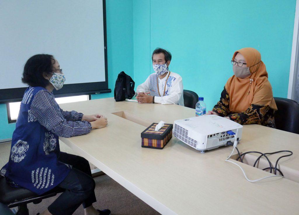 Kunjungan Kerja Perpustakaan UPI ke Perpustakaan Telkom University